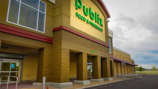 Sept 03, 2016 - Publix building at 11460 US-301, Riverview FL/photonews246.com