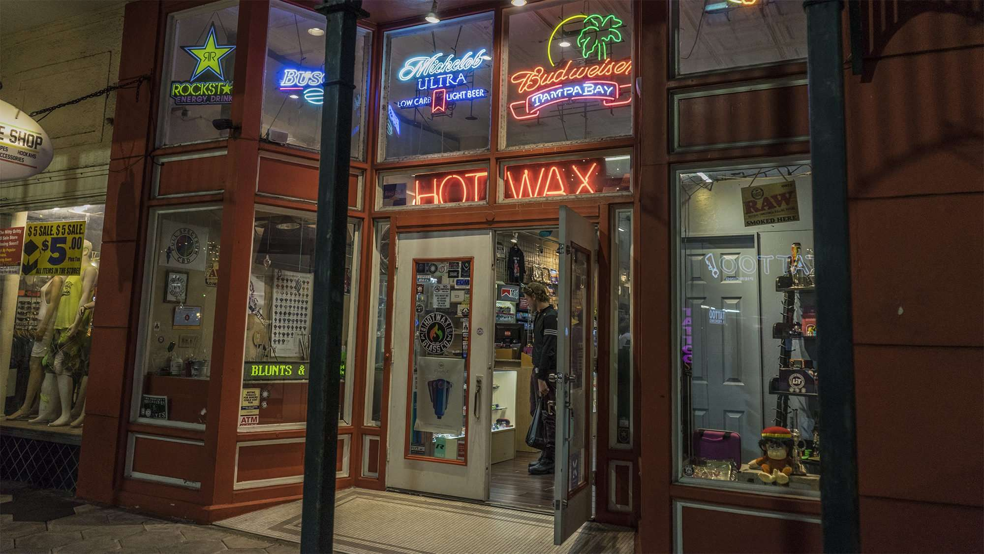 Feb 5, 2017 - Hot Wax Glass Co next to Carne Chophouse, 7th Ave, Ybor City Tampa, FL/photonews247.com
