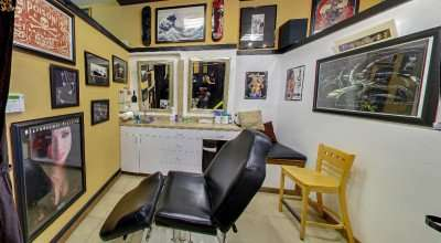 Reclining chair for customers at 1603 Tattoo Parlor on 7th St in Ybor City Tampa/copyright 2014 Google