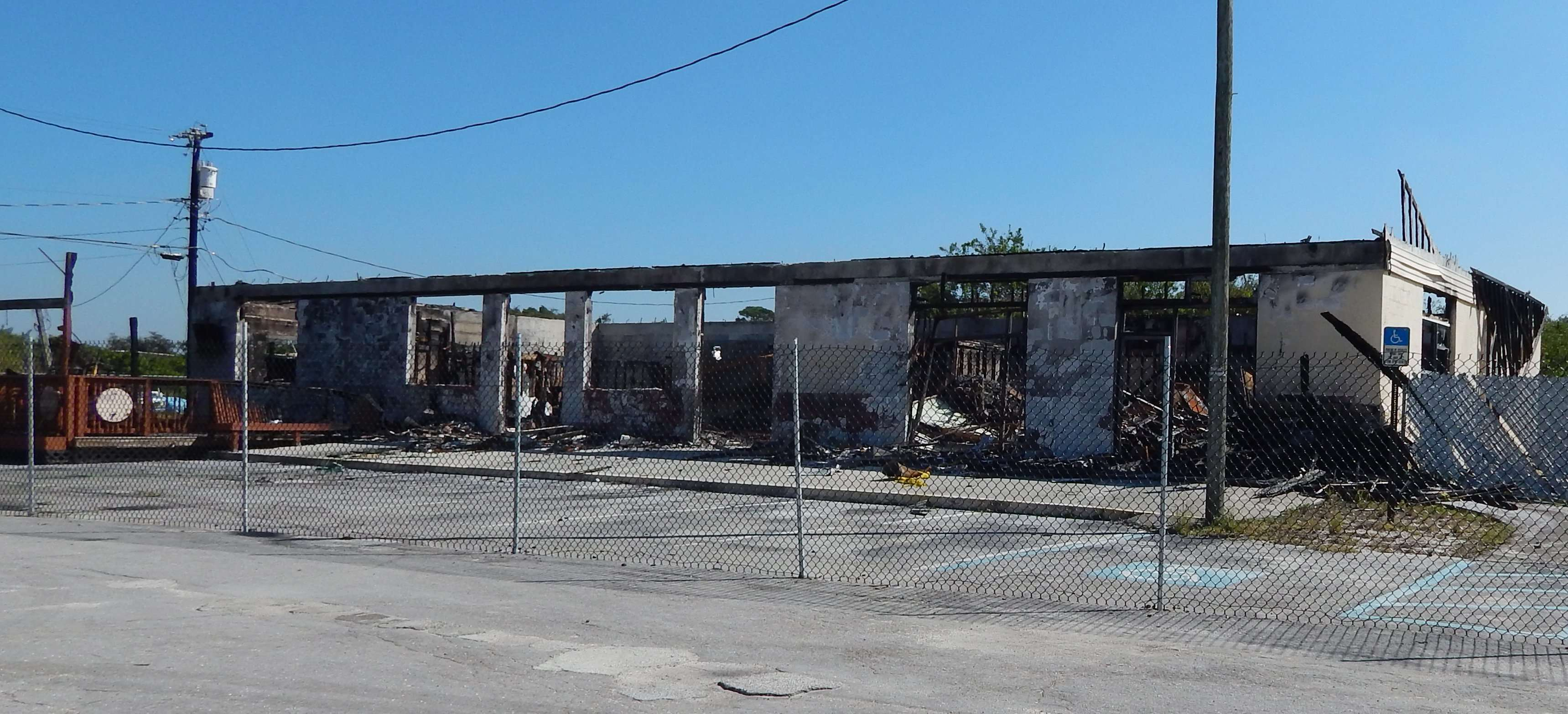 Shenaniganz Grill and Chill burnt down due to arson now surrounded by fence on U.S. 41 in Apollo Beach, FL