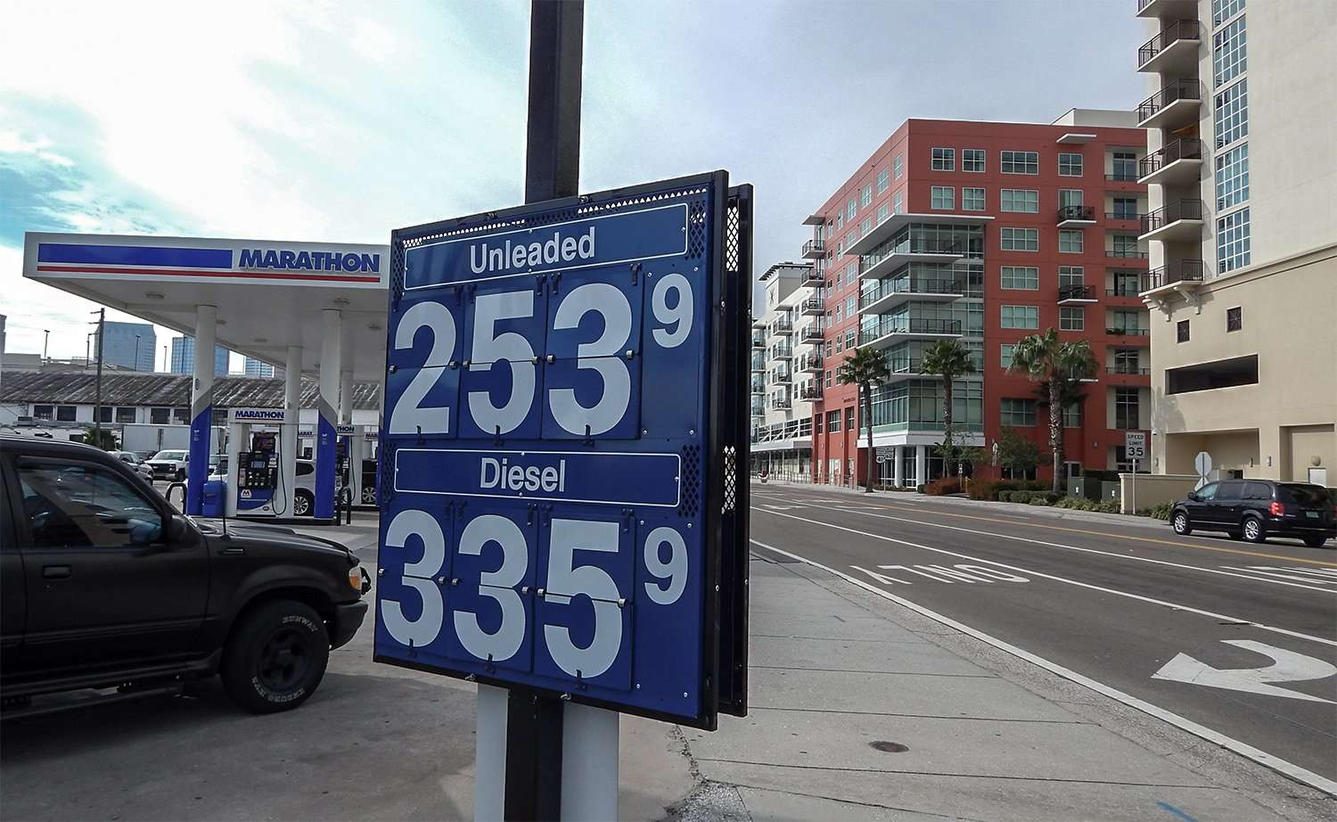 Dec 11 2014: Gas prices in Tampa, FL 253/photonews247.com