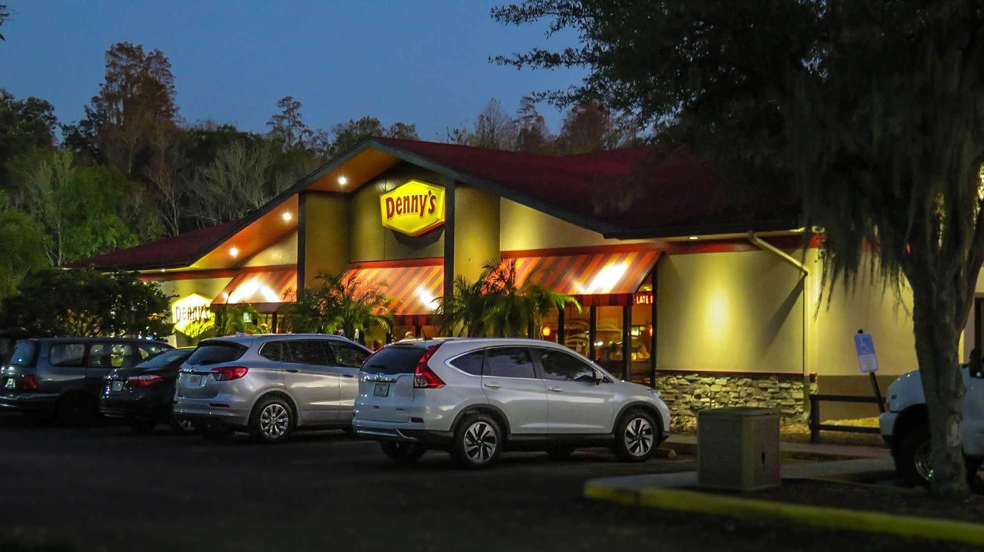 Dec 28, 2016 - Dennys Restaurant building at night, Sun City Center, FL/photonews247.com