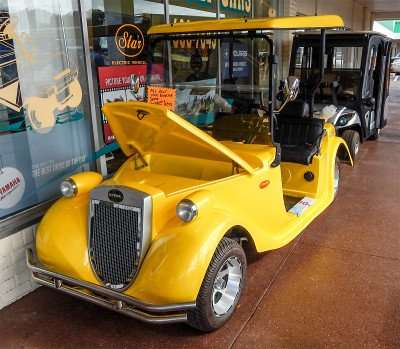 Yellow Roadster golf cart by STARev/photonews247.com