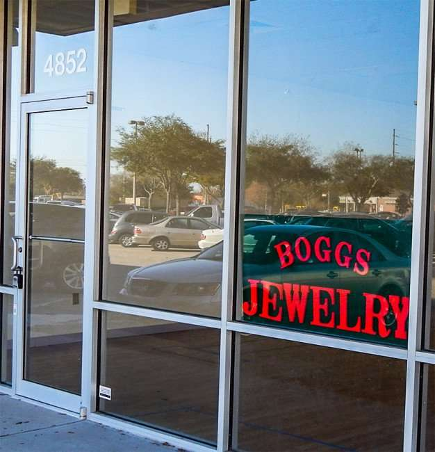 Boggs Jewelry sign at 4852 King Crossing Shopping Center next to Publix Sun City Center