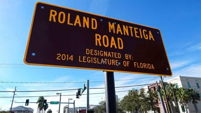 Street sign dedicated to Roland Manteiga on 15th and Palm Avenue, Ybor City/2015 photonews247.com