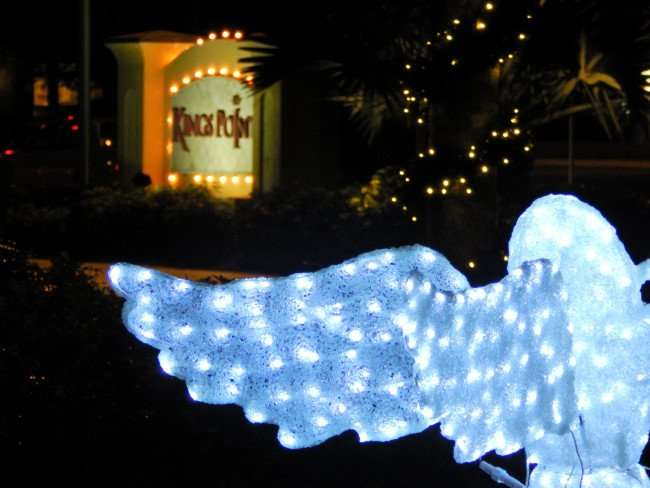 Angel in line with Kings Point entrance sign, Sun City Center/photonews247.com