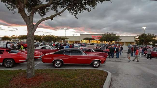 Car-Show-in-Winn-Dixie-parking-lot-in-Ap