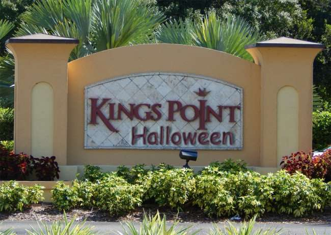 Kings Point sign decorated for Halloween/photonew247.com