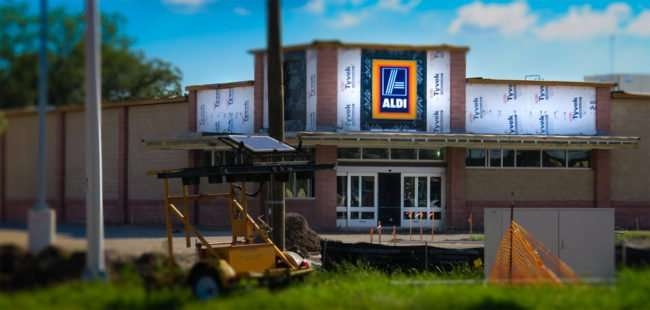 9.22.2016 - Ald9.22.2016 - Aldi at US-301 and SR-674 has sign up in the Wimauma-Sun City Center, SouthShore Florida area/photonews247.com