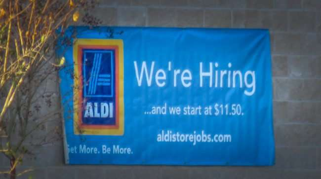 11.16.2016 - Aldi Hiring 1150 and hour at US-301 and 674 Wimauma Sun City Center, FL/photonews247.com
