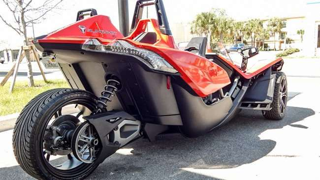 Single rear wheel on red Polaris Slingshot three wheel motorcycle/2015 photonews247.com