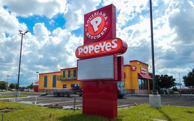 AUG 19, 2015 - Popeyes Chicken Riverview getting ginishing touches on Big Bend Rd/photonews247.com
