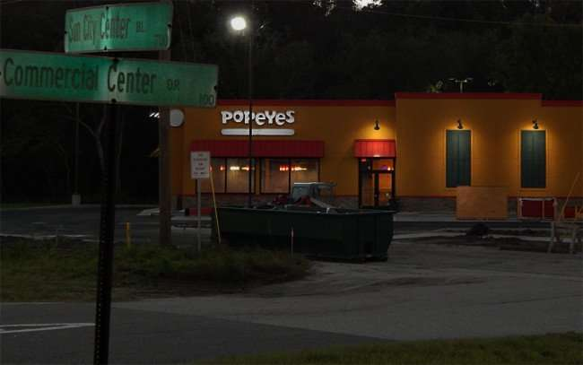NOV 7, 2015 - Popeye's Chicken with lights on in Sun City Center Blvd/photonews247.com
