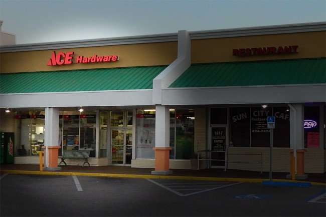 MAY 11, 2015: ACE Hardware early morning in Sun City Center Plaza / Photo News 247