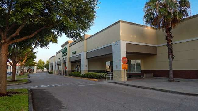 MAY 11, 2015: No cars or people at Publix Super Market, Kings Crossing, Sun City Center FL / Photo News 247