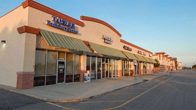MAY 14, 2015 - Towers Radiology, Pecks Chicken, Little Caesars in Winn Dixie shopping center on Big Bend, Riverview South Shore, FL