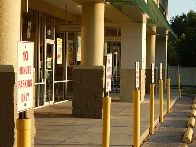 MAY 18, 2015 - 10 min parking for China Chen, Subway, Adogable in Kings Crossing, Sun City Center, FL