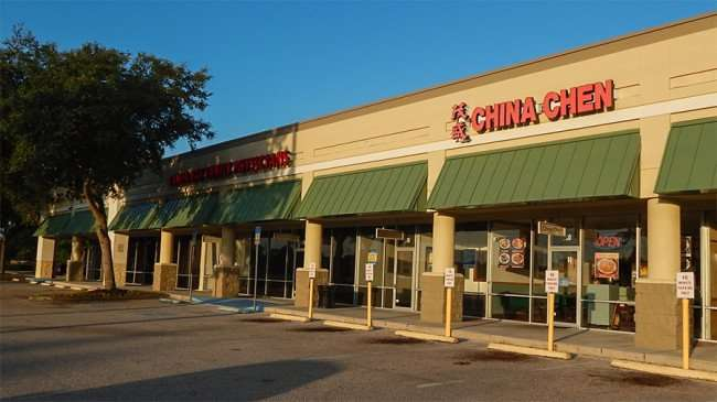 MAY 18, 2015 - 10 minute parking in front of China Chen Chinese restaurant in Kings Crossing, Sun City Center, FL