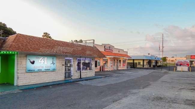 MAY 20, 2015 - The 41 Smoke Shop and Cruz Mex along Hwy 41, Ruskin South Shore, FL