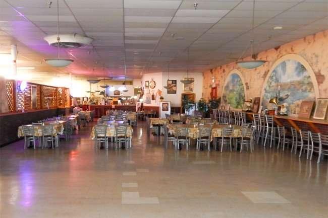 MAY 7, 2015: San Vito Pizza restaurant in Ruskin, FL/photonews247.com