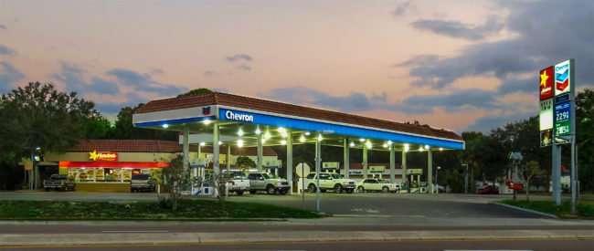 Dec 27, 2016 - Hardees Chevron US-41, Ruskin, FL/photonews247.com