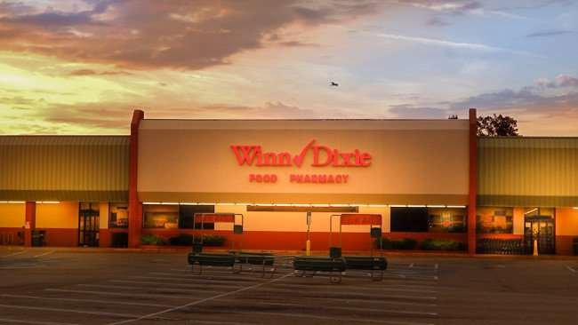 June 22, 2015 - Winn-Dixie accepts Apple Pay for iPhone owners in Ruskin SouthShore, FL