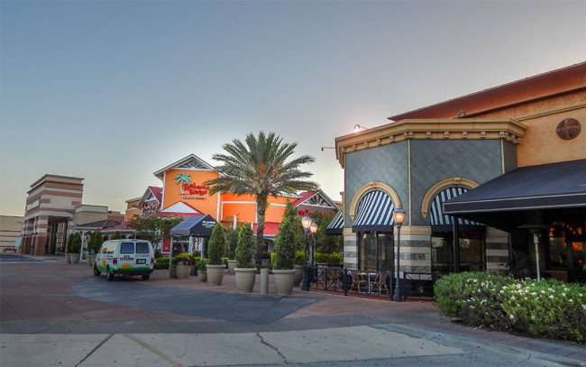 MAY 28, 2015 - Bahama Breeze Island Grille 2 dollar draft beer during happy hour at Westfield Brandon Mall