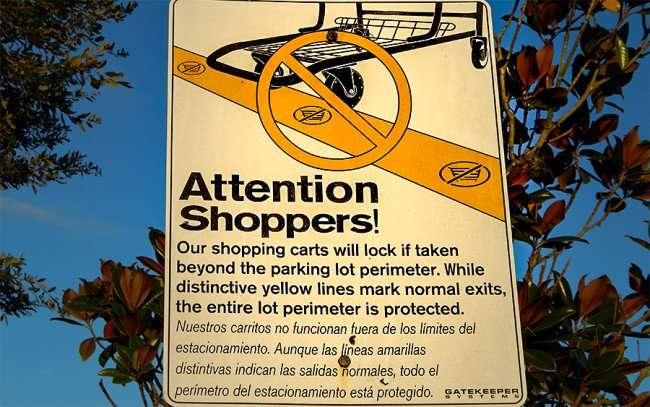 NOV 7, 2015 - Walmart shopping carts lock if taken beyond property/photonews247.co.