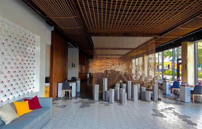 NOV 8, 2015 - Pearl Salon roomy waiting area in Park Tower, Tampa, FL/photonews247.com