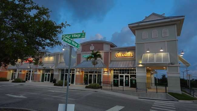 AUGUST 7, 2015 - Dones Dry Cleaners in MiraBay Village on Harbor Village Ln in Apollo Beach SouthShore, FL/photonews247.com
