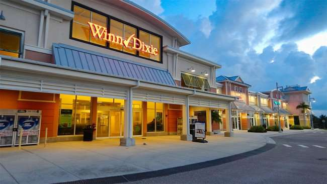 AUGUST 7, 2015 - Winn-Dixie at MiraBay Village Shopping Center in Apollo Beach SouthShore, FL/photonews247.com