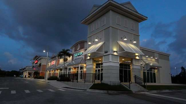 AUGUST 7, 2015 - Winn-Dixie strip mall shopping center in MiraBay Village, Apollo Beach SouthShore, FL/photonews247.com
