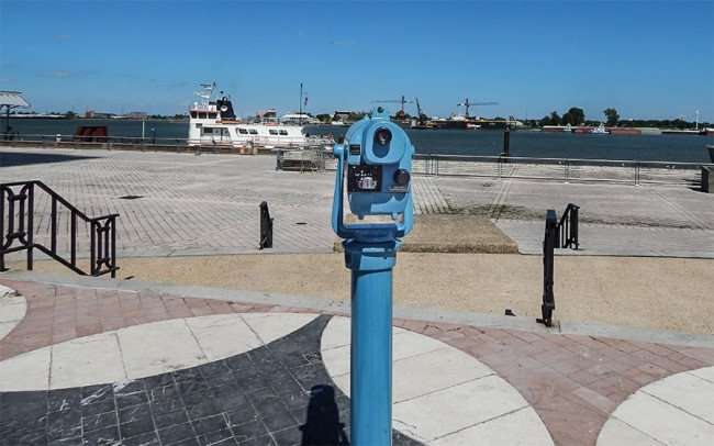 SEPT 14, 2015 - Blue telescope viewer cost 50 cents on Riverwalk in New Orleans, LA/photonews247.com