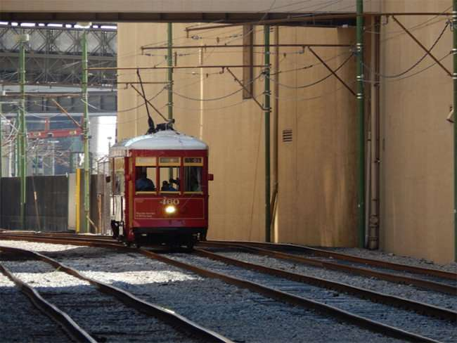SEPT 14, 2015 - Streetcar 460 on track leaving Riverwalk New Orleans/photnews247.com
