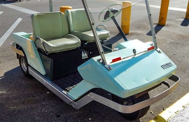 OCT 2, 2015 - 1968 Cushman Golfster three wheel golf cart light aqua greenish original paint/photonews247.com