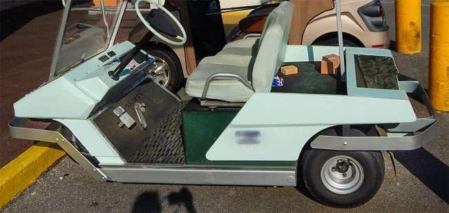 OCT 2, 2015 - 1968 Cushman three wheel golf cart with round steering wheel all original/photonews247.com