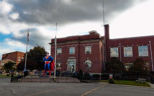 OCT 6, 2015 - Giant Superman statue in town square looking over Market Street in Metropolis, Illinois/photonews247.com