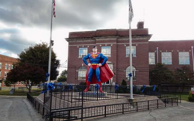 OCT 6, 2015 - Giant Superman statue memorial in Metropolis, Illinois/photonews247.com