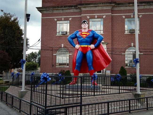 OCT 6, 2015 - Giant Superman statue memorial looks over Market Street in Metropolis, Illinois/photonews247.com