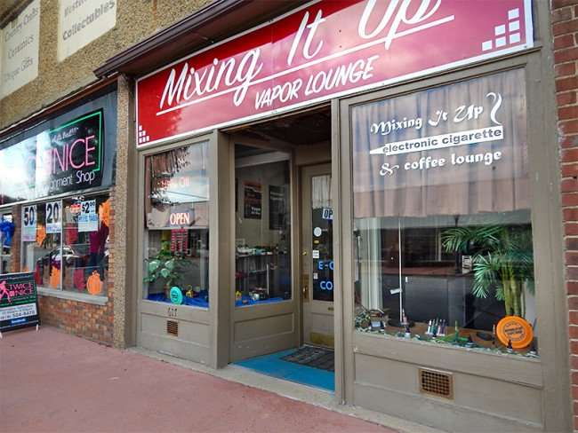 OCT 6, 2015 - Mixing It Up Vapor Lounge, electronic cigarettes and coffee cafe, Market St, Metropolis, Illinois/photonews247.com