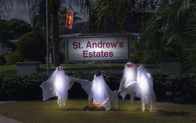 OCT 31, 2015 - St Andrews Estates decorates entrance for Halloween 2015/photonews247.com