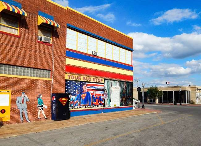OCT 6, 2015 - Superman museum building with Tour Bus Stop mura, image of Clark Kent next to phone booth, Metropolis, Illinois/photonews247.com