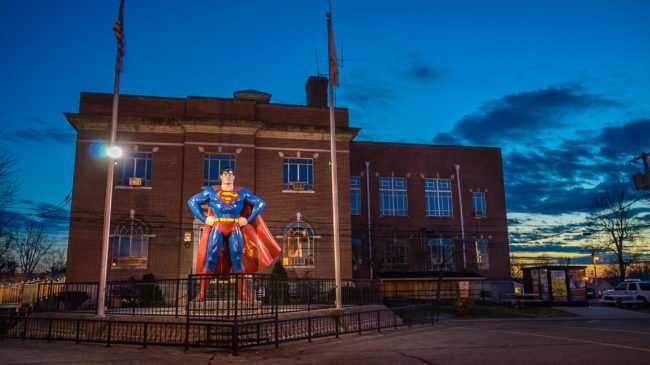 Feb 27, 2017 - Superman statue Metropolis IL/photonews247.com