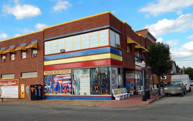 OCT 6, 2015 - Tour Bus Stop at Superman Museum, Metropolis, Illinois/photonews247.com