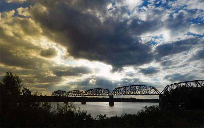OCT 6, 2015 - Train trestle bridge crossing over the Ohio River in Metropolis, Illinois/photonews247.com