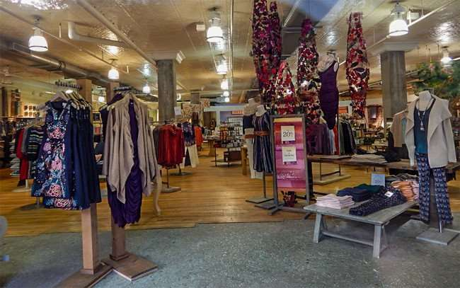 NOV 8, 2015 - ANTHROPOLOGIE women's boutique 20 percent off sale in Hyde Park Village Plaza, Tampa, FL/photonews247.com