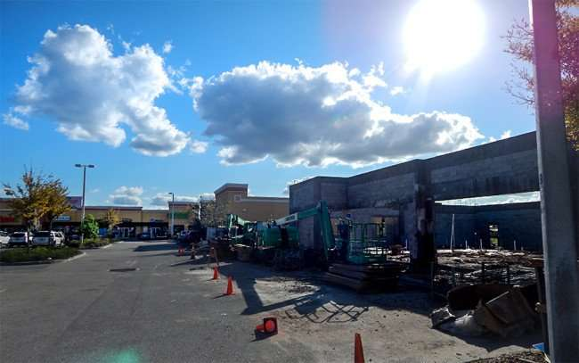 NOV 29, 2015 - Construction of small strip mall to include Dunkin Donuts on S 301, Riverview, Florida/photonews247.com