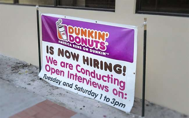 DEC 6, 2015 - Dunkin' Donuts on Kennedy Blvd now hiring in Tampa, FL/photonews247.com