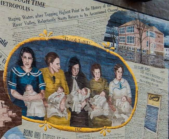 OCT 6, 2015 - Mural depicting Old Clark School under water during flood of 1937 in Metropolis, IL/photonews247.com
