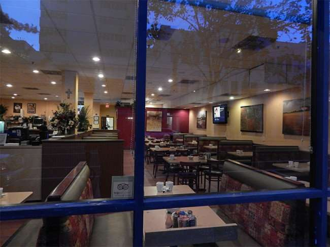 NOV 15, 2015 - Samaria Cafe, a roomy restaurant cushioned booth seating in Tampa, FL/photonew247.com